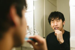 歯磨き中パッパ「オ゛エ゛ー!オ゛エ゛ー」 ワイ(10)「うるさいなぁ…」