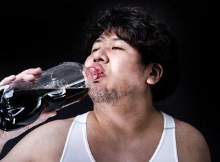 【驚愕】炭酸が抜けたコーラを復活させる方法wwwww
