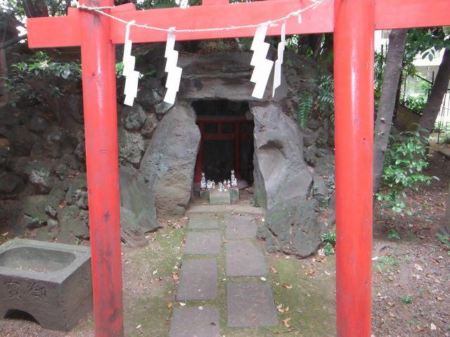 富塚の狐穴「早稲田水稲荷神社」...