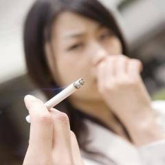 独身者の7割「結婚相手には、たばこを吸わない人が良い」