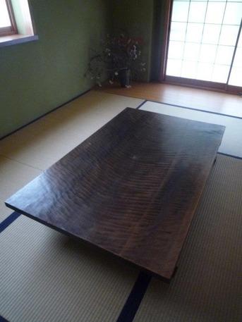 水目桜の一枚板座卓-02