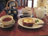 ケーキと琉球紅茶
