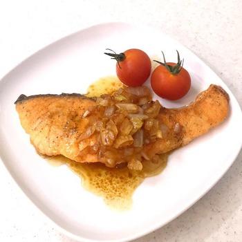鮭のソテー・セロリソース