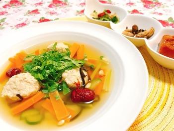 鶏だんごとセロリのスープ