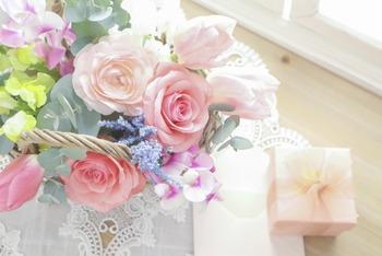花とギフトボックス