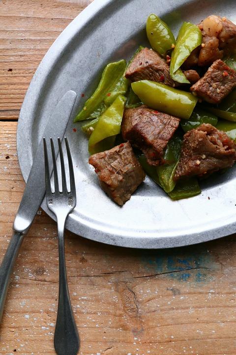 万願寺とうがらしと牛肉のスパイス炒め