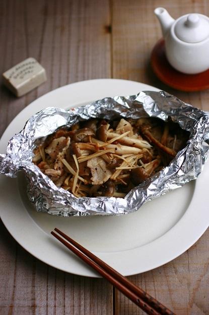 豚とキノコのホイル包み焼き