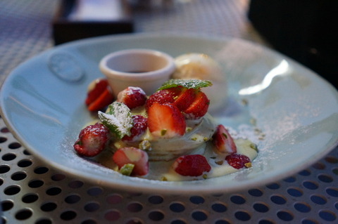 グラーノデリカテッセン バル 苺とピスタチオクリームのパンケーキ