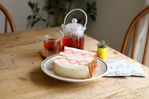 マスカルポーネクリームのいちごサンドとお気に入り紅茶