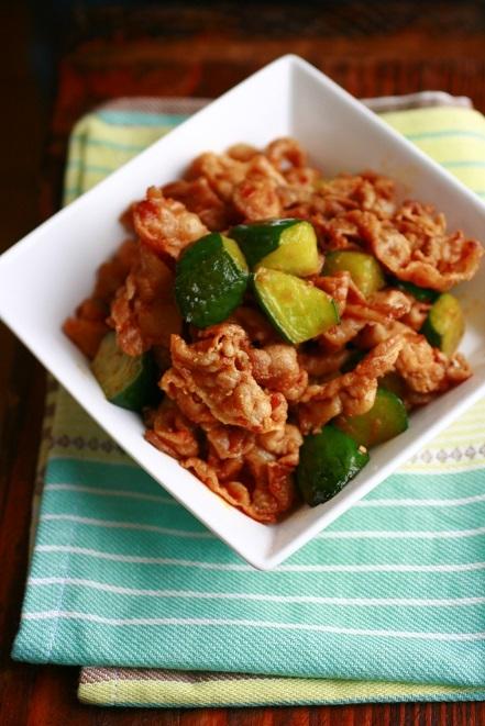 豚ときゅうりのサムジャン炒め。&お気に入りの調味料。
