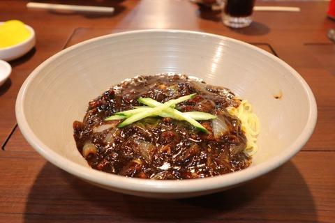 韓国じゃーじゃー麺