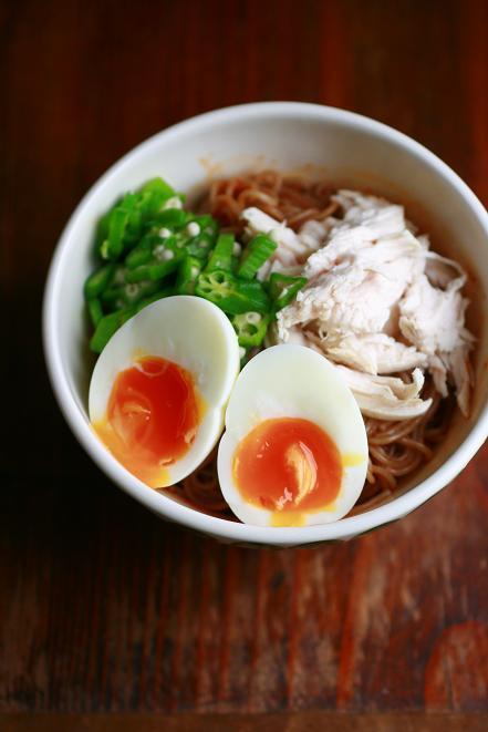 ピビン麺と半熟味玉
