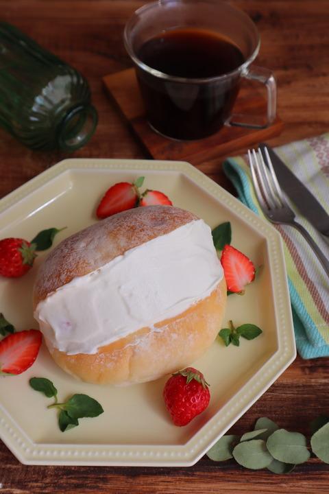 間違いない!マスカルポーネクリームといちごのマリトッツォ(レシピ)