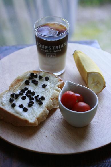 チョコとマスカルポーネのトーストで朝ごはん