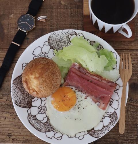 マフィンの朝食プレートとお気に入りと