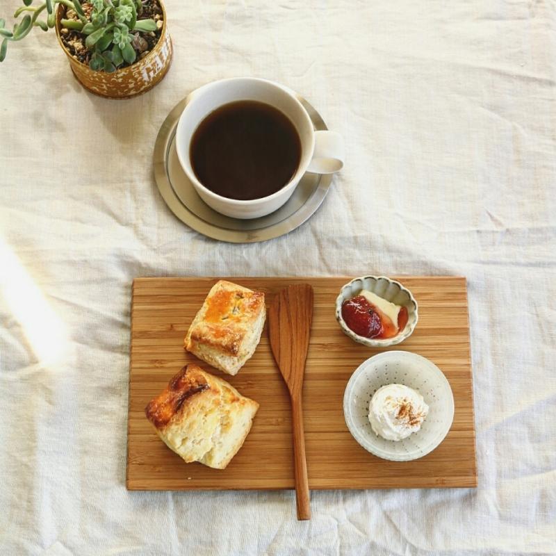 スコーンプレートとあんバタートーストの朝ごはん