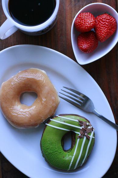 ドーナツとコーヒーの朝ごはん