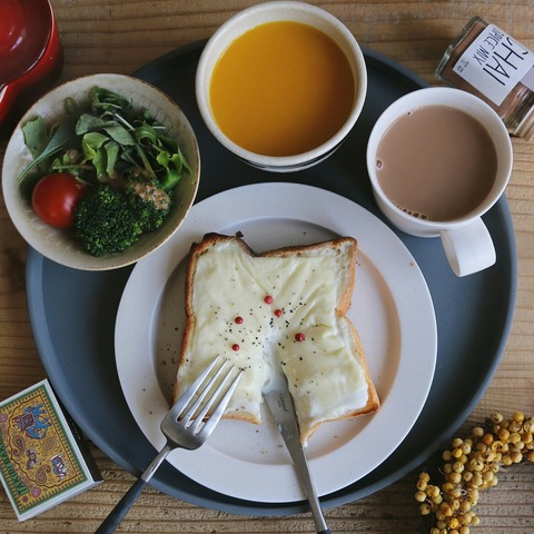 クロックムッシュ風トーストの朝ごはんと髪型