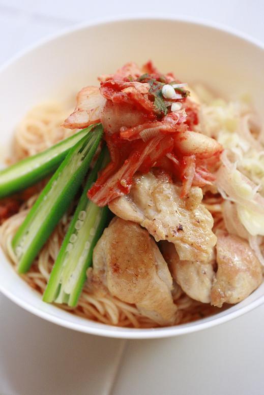 ピリ辛素麺の日