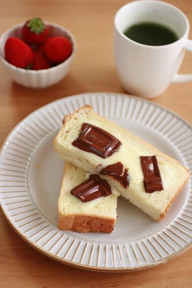 チョコとマスカルポーネの食パン
