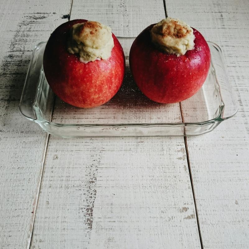 スイートポテトを詰めた焼きリンゴ