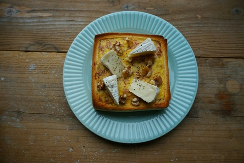 コンビーフとカマンベールのキッシュトースト