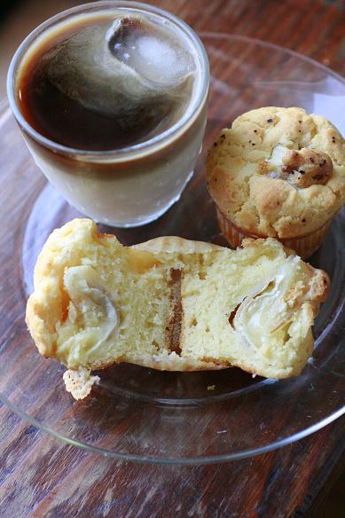 カマンベールチーズのマフィンで朝ごはん