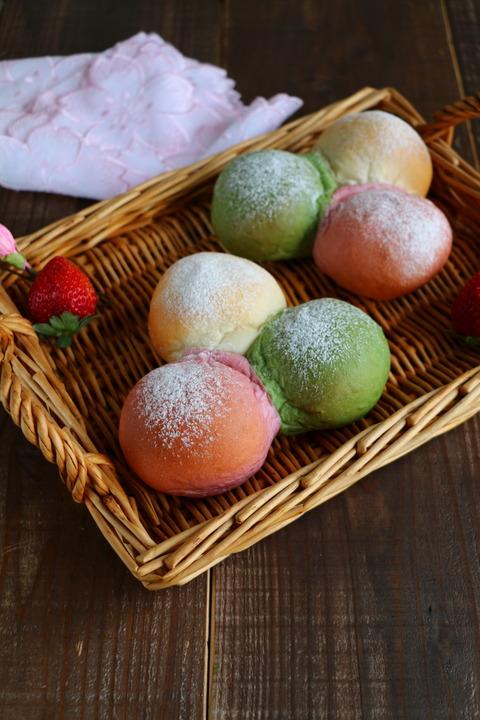 連載記事とひな祭りに3色ちぎりパン