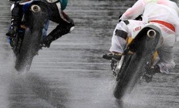 梅雨時期オススメタイヤは?タイヤスレ