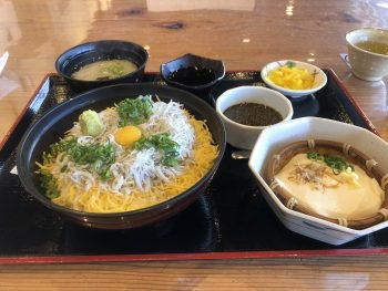 角島近くの道の駅豊浦でしらす丼食べてきました ツーリング先での食事をうpするスレ