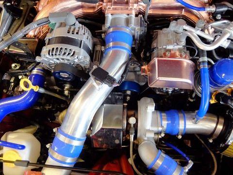 エンジンの音って具体的になんの音?爆発音?