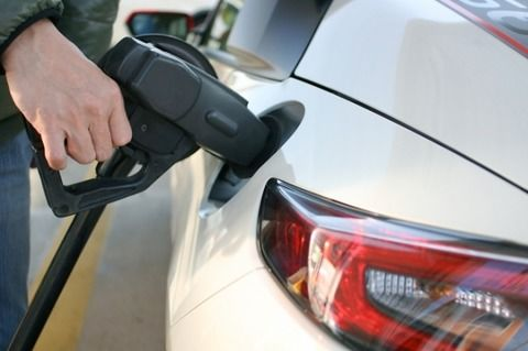 何でガソリンという液体で車が動くのかよく分からんのだが