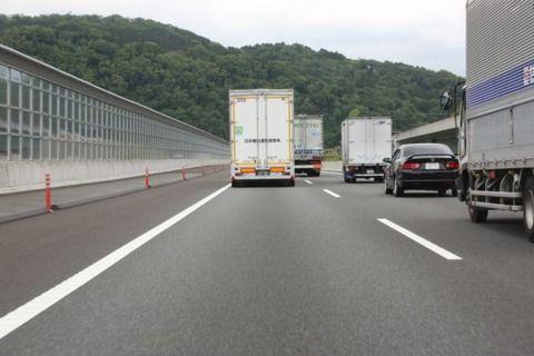 国交省、新東名6車線化急ぐ。トラック自動隊列走行へ