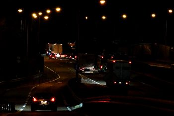 10tトラックでいっぱいだったわ。平日の深夜の高速道路ってこんなものなのかな?バイク海苔のチラシの裏