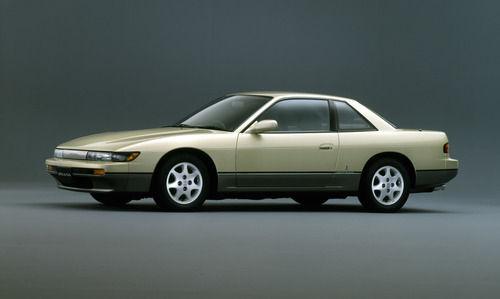 免許取って初めて運転した車は何?