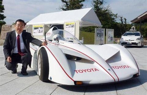 走行中にドライバーが、タイヤの位置を変えられる車 トヨタ研究員が奈良で公開 国内初