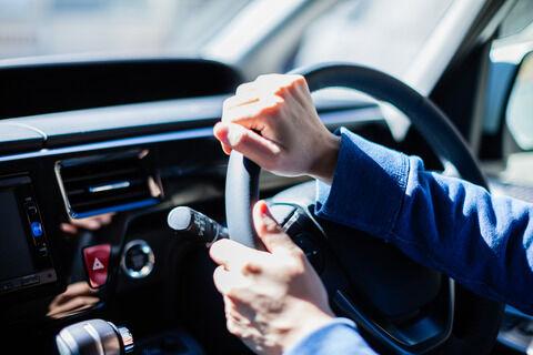 車でバックするときタイヤがどの向きになってるかわからないヤツwwww