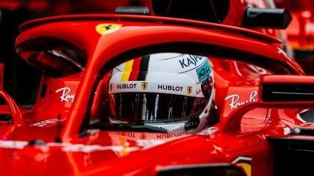 F1:フェラーリ、ベッテル車のステアリングにだけある第3のパドルとは一体...