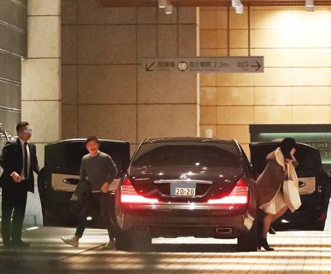 【朗報】ZOZOTOWNの敏腕社長、クソデカイ高級車を乗り回す