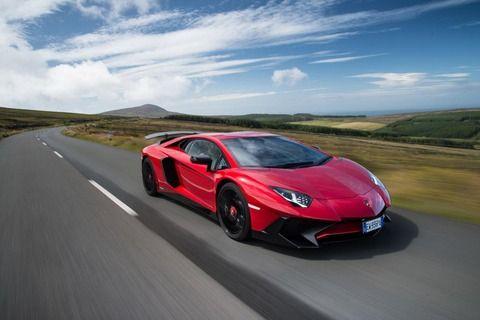 数千万のスーパーカーと数百万のスポーツカーの違い
