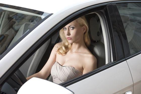 女ってマルチタスクが得意とか言ってる割にはなんでクルマの運転下手なの?