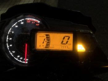 退勤、帰りしに走行7777km行きそう IDにバイクの名前が出たらネ申
