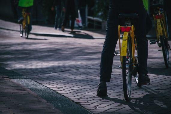 年間何万人も事故死してるのになんで車やバイク乗るの?