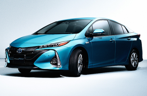 トヨタ、「プリウス PHV」発売後1カ月で1万2500台受注 目標の5倍