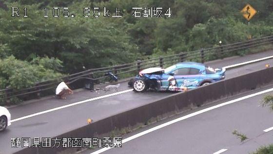 コミケに向かっていたと思われる痛車が大事故
