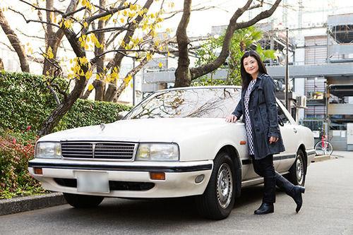 お前ら何万キロまで行った?伊藤かずえが「初代シーマ」にかける拘り 乗り続けて25年25万㎞超!