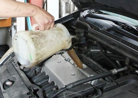 エンジンオイルを鉱物油から部分合成油にかえたら燃費が1.5倍になってワラタwwwww