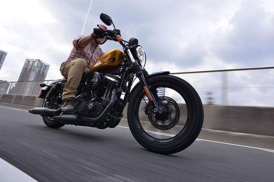 アメリカンバイクの実物見たけどシート高低過ぎてクッソだせえ