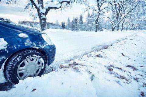 雪道走ってたら山の中で車動かなくなってワロタwwww