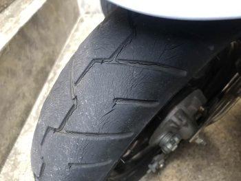 台車の原付のタイヤが完全に終わっててワロタ IDにバイクの名前が出たらネ申